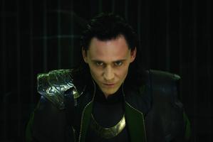 Том Хиддлстон в роли злодея Локи в фильме «Тор»