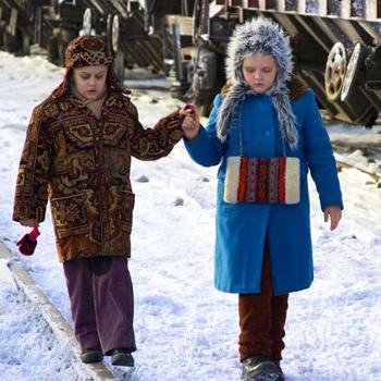 Кроме юных актеров в фильме играют Олег Табаков и Рената Литвинова.