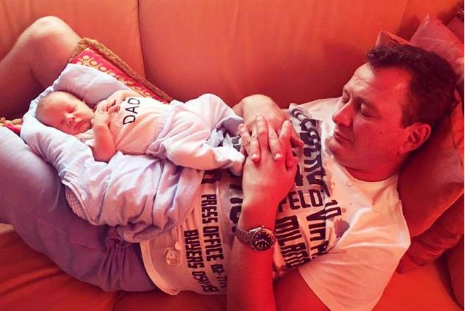 Жена Башарова впервые показала сына