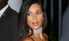 Ким Кардашьян продолжает демонстрировать грудь