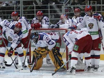Чемпионы мира по хоккею были вынуждены задержаться в США еще на один день