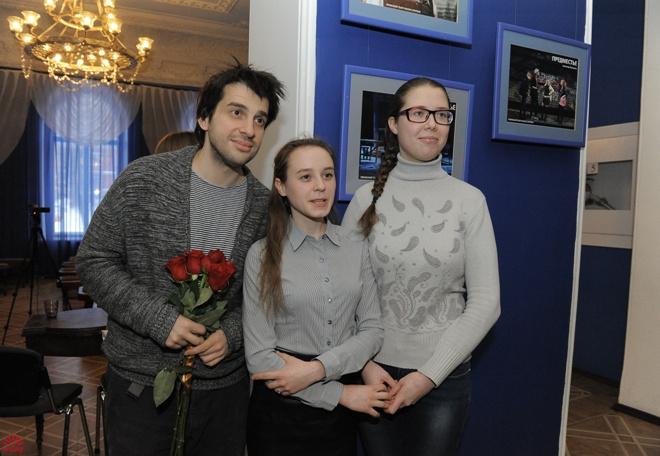 Фото с поклонницами на память