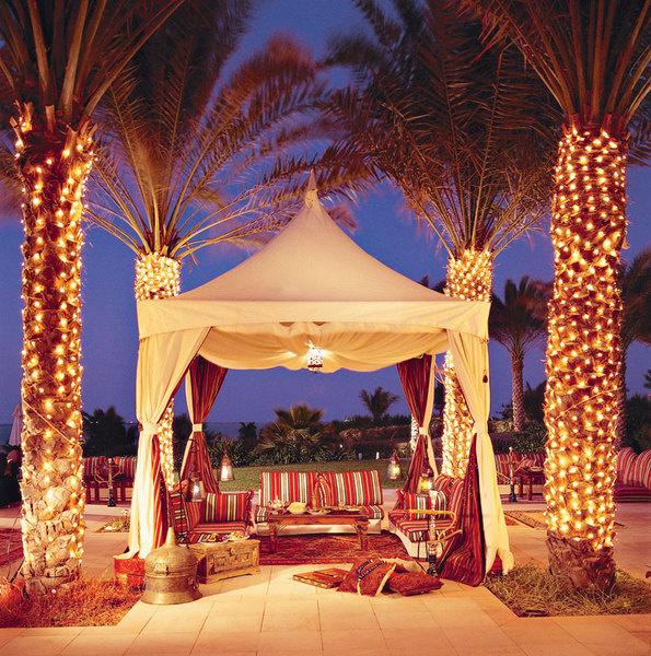 Вечерняя трапеза в восточном шатре – красивое предложение от отеля Ritz-Carlton.