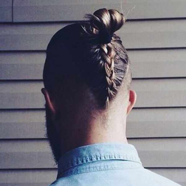 в сети появился тренд на мужские косы
