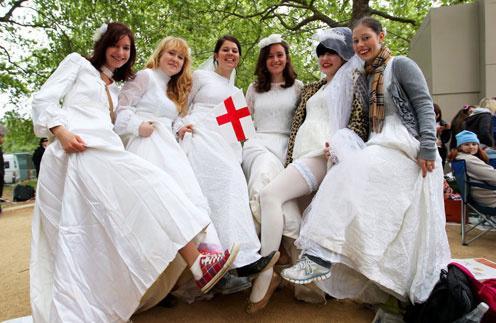 Самый популярный наряд в день свадьбы принца и Кейт - свадебное платье!