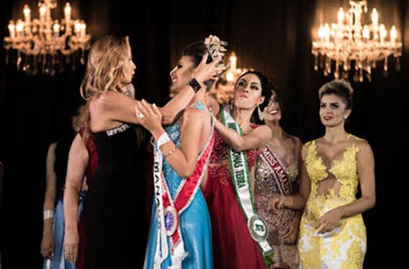 Сбразильской королевы красоты сорвали корону прямо нацеремонии