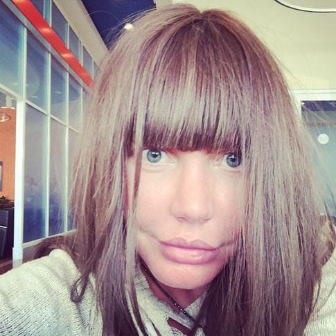 Маша Малиновская в парике