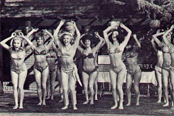 Гимнастика и аэробика под музыку раньше были очень популярны на пляжах.