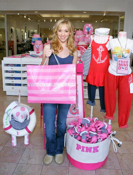 Как всякая молодая девушка, Андреа обожает шопинг