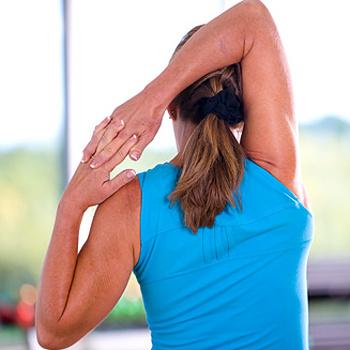 Разминайтесь перед тренировкой, особенно если вам уже не двадцать лет. Суставы и связки должны быть разогреты.