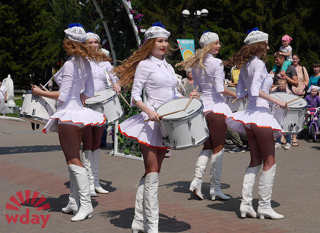 Мажоретки-барабанщицы, фото