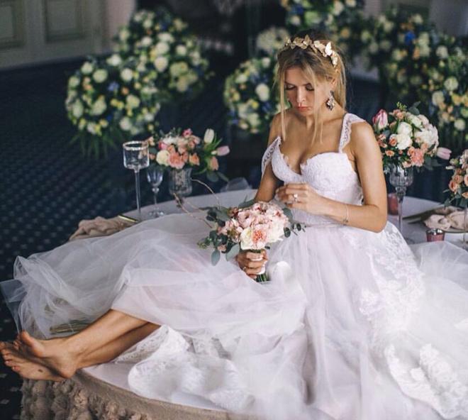 Вера Брежнева примерила соблазнительное свадебное платье