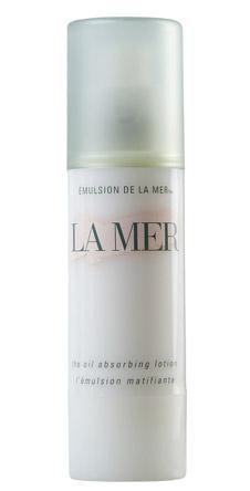 Абсорбирующий лосьон The Oil Absorbing Lotion от La Mer. Предназначен для нормальной и жирной кожи, придает ей матовый эффект, впитывая излишки жира. Увлажняет, смягчает и обновляет кожу.