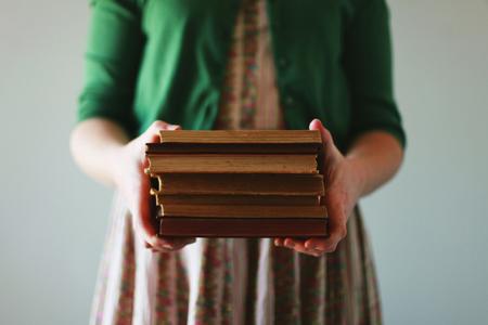 Женщина с книгами