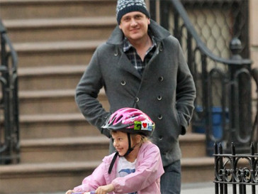 Джейсон Сигел с дочерью Мишель Уильямс Матильдой.