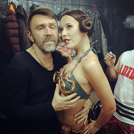 Ксения Собчак целовалась с Сергеем Шнуровым и стала брюнеткой
