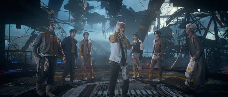 Фото №4 - Как связаны российские заброшенные корабли и планета BTS из клипа «My Universe»? ✨