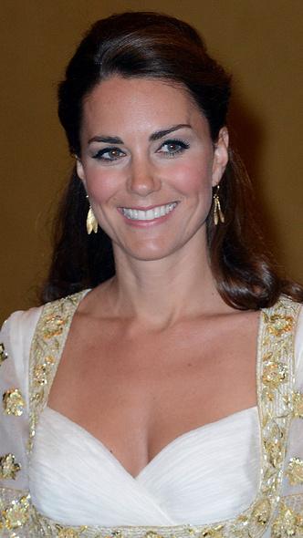 Фото №5 - Любимый бренд: самые роскошные выходы герцогини Кейт в Alexander McQueen