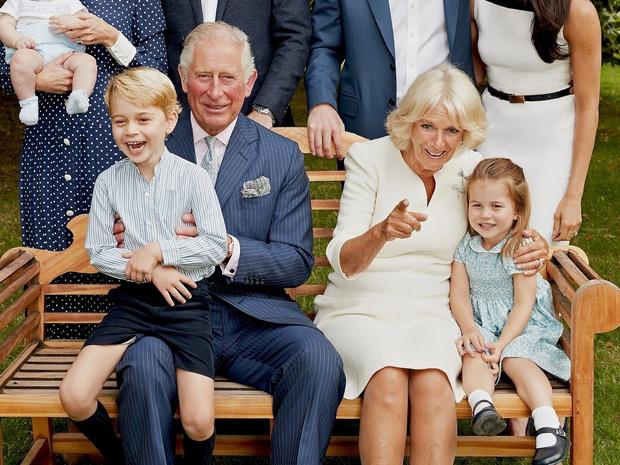 Фото №3 - «Приемная» бабушка: какие отношения складываются у Камиллы с детьми Кембриджских