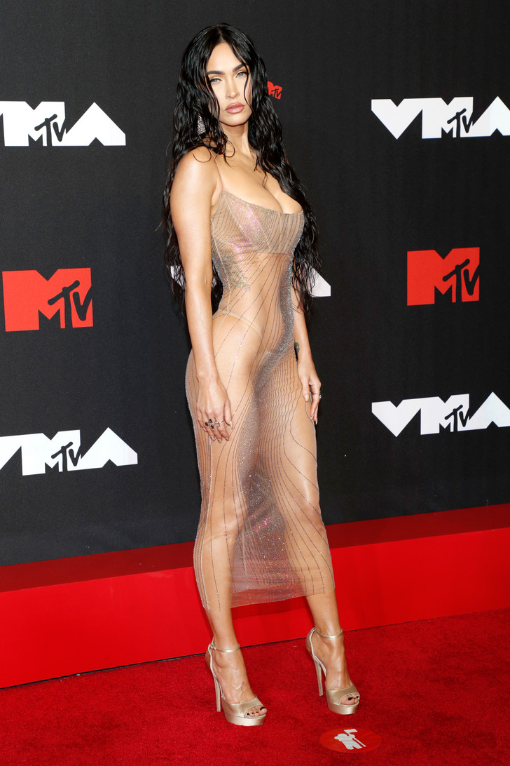 Фото №1 - Меган Фокс пришла на премию MTV в абсолютно прозрачном платье (много фото)