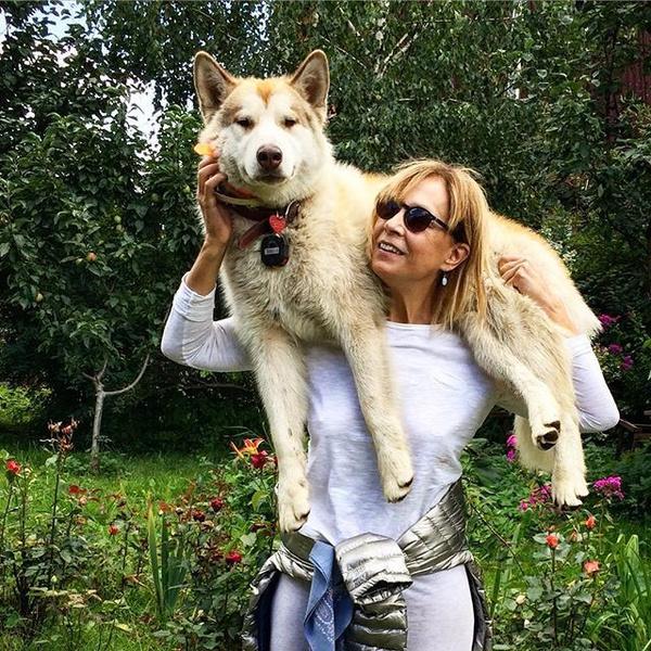 Фото №32 - Домашние животные звезд: собаки, кошки, лемуры, свиньи и даже улитки!