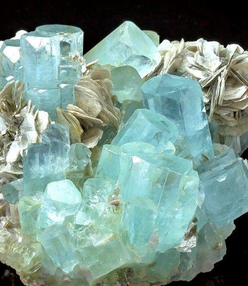 Фото №11 - Какой кристалл подарит удачу твоему знаку зодиака?