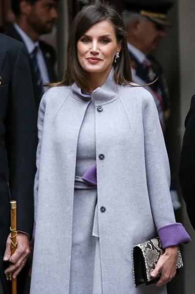 Королева Испании надела юбку, которая делает бедра необъятными