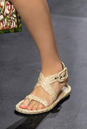 Фото №22 - Самая модная обувь весны и лета 2021: советы дизайнеров