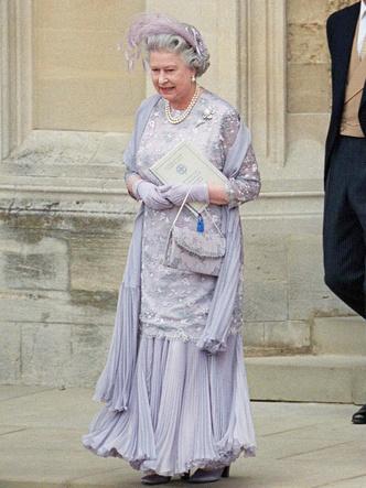 Фото №2 - Гордость женихов и невест: самые стильные мамы на королевских свадьбах