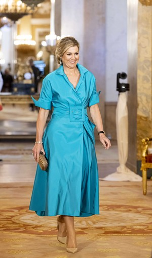 Фото №2 - Королева Максима показывает, как носить яркие вещи девушкам, которым «слегка за 30»