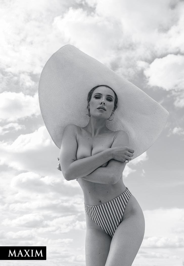 Фото №4 - С бала на корабль! Фотосессия актрисы Виктории Масловой для MAXIM