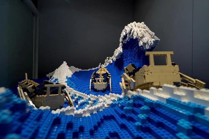 Фото №1 - «Большая волна в Канагаве» из деталей LEGO