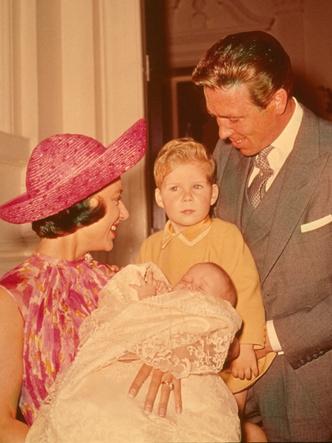 Фото №8 - Самые стильные образы королевских мам на крестинах их детей