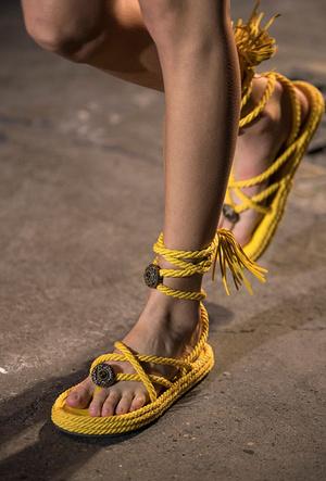 Фото №23 - Самая модная обувь весны и лета 2021: советы дизайнеров