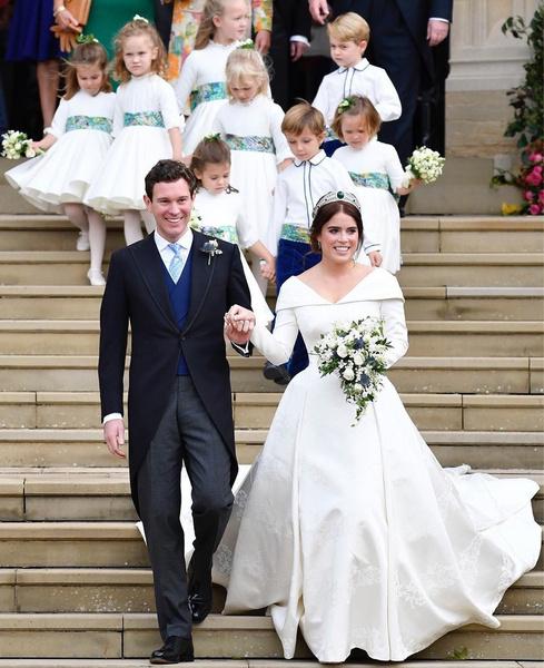 Фото №28 - Самые знаменитые свадебные платья Виндзоров: неудачные, смелые и даже бодипозитивные