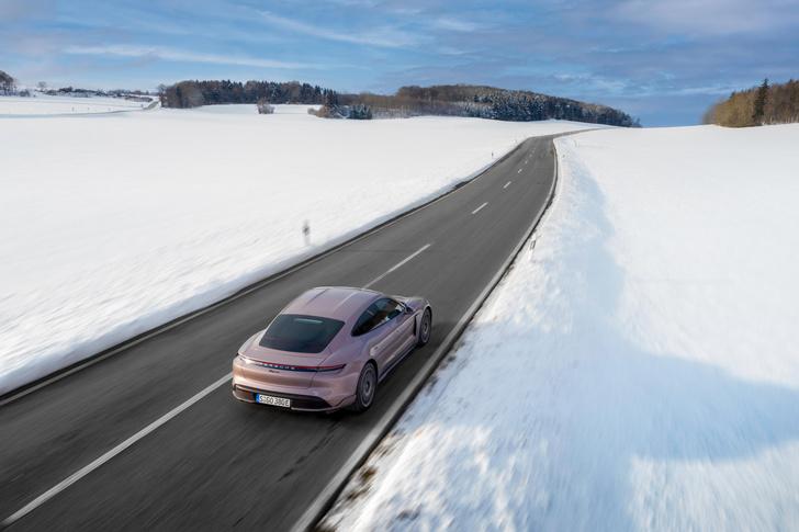 Фото №2 - Porsche начинает продажи доступного электрического суперкара