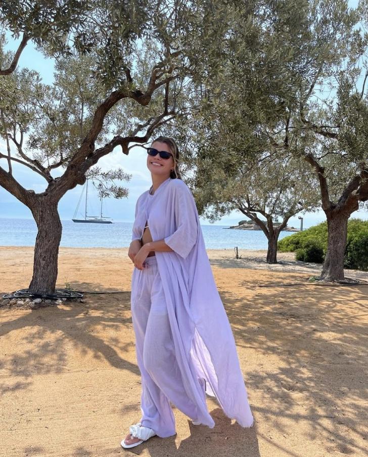 Фото №6 - Главная вещь, которую нужно взять в отпуск: показывает София Ричи