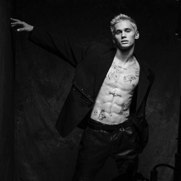 Фото №2 - Пирсинг Дани Милохина: выбираем сережки как у любимого тиктокера 🖤