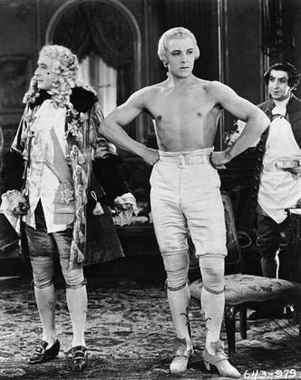 Фото №8 - Пояс Аполлона и другие стандарты мужской красоты от первобытной пещеры до наших дней