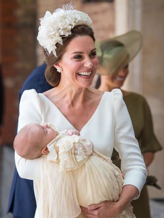 Фото №25 - Самые стильные образы королевских мам на крестинах их детей