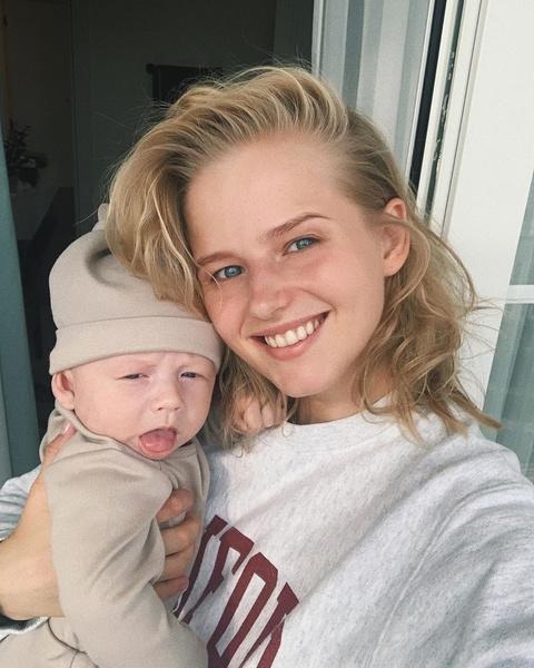 Саша Бортич поделилась первым селфи с новорожденным сыном