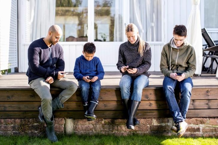 Фото №1 - «Выключи это»: как гаджеты заставляют подростков толстеть
