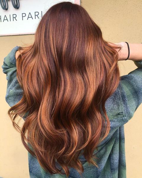 Фото №2 - Карамельный цвет волос: идеи окрашивания, которые ты захочешь повторить