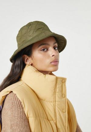 Фото №5 - Чеклист: модные мастхэвы, которые должны быть у тебя в шкафу этой зимой