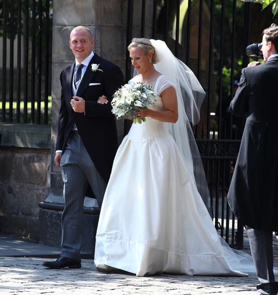 Фото №23 - Самые знаменитые свадебные платья Виндзоров: неудачные, смелые и даже бодипозитивные