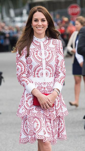 Фото №6 - Любимый бренд: самые роскошные выходы герцогини Кейт в Alexander McQueen
