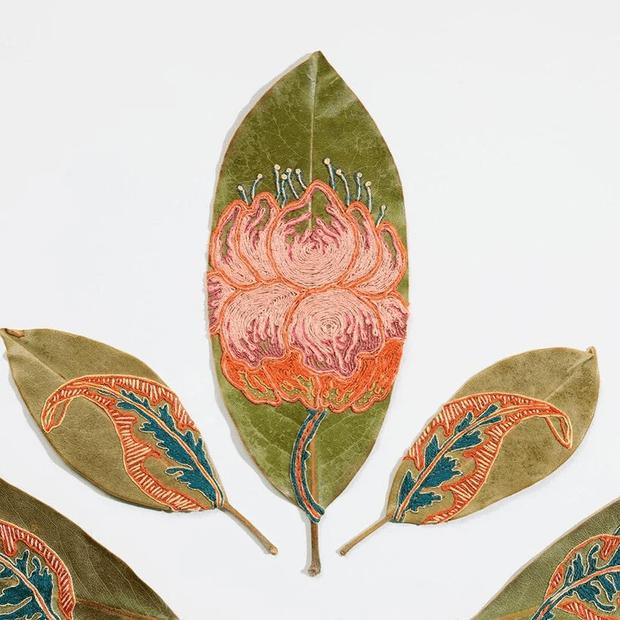 Фото №1 - Хрупкое искусство: вышивка на растений листьях