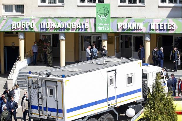 Фото №1 - Леденящие подробности расстрела в казанской школе: «Слышишь, как стреляют в дверь, чтобы всех пустить на мясо»