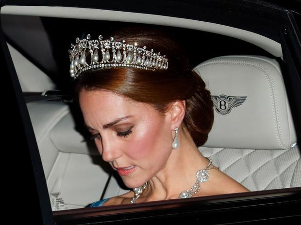 Фото №2 - Особые послания: как королевские особы «общаются» при помощи украшений