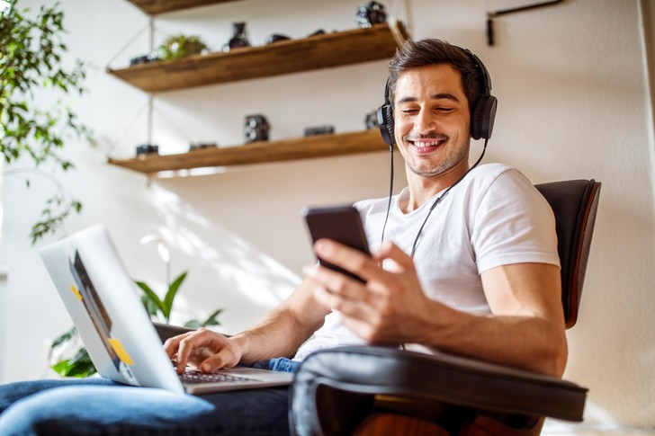 Фото №2 - Статистика: 10 мобильных приложений, которые больше всего раздражают, и 10— которые приносят удовольствие